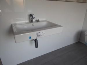 Waschbecken Bad OG hängt
